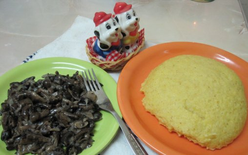 Retete Culinare - Opintici cu mamaliguta si mujdei