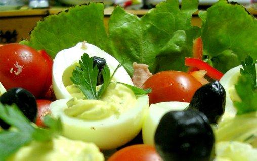 http://www.bucataras.ro/uploads/modules/news/1499/508x318_salata-de-oua-umplute-5977.jpg