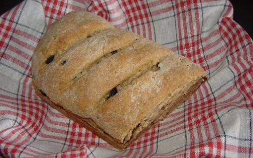 Retete Culinare - Paine neagra cu masline