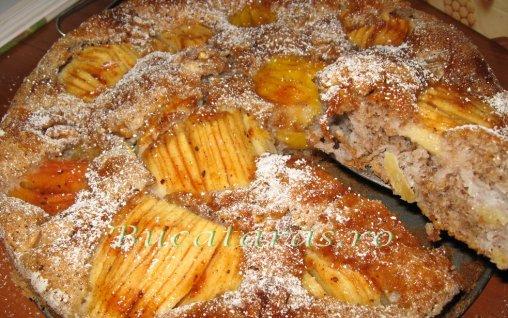 Retete Culinare - Pandispan cu nuca si mere