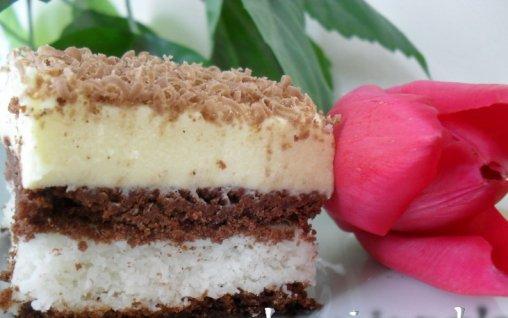 Retete Culinare - Prajitura cu bezea si nuca de cocos