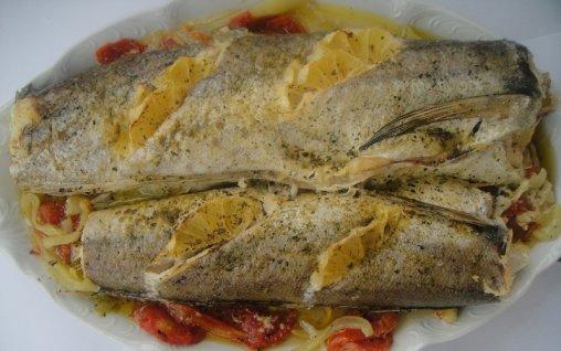 Retete Culinare - Merluciu la cuptor cu lamaie