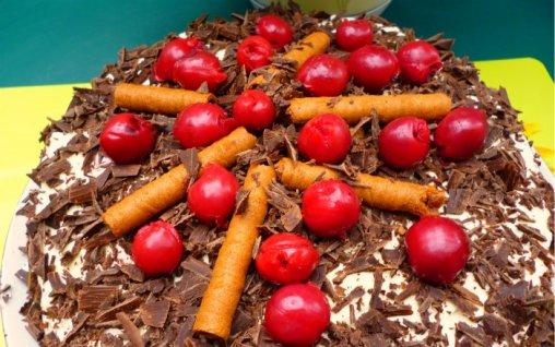 Retete Culinare - Tort cu mascarpone si visine