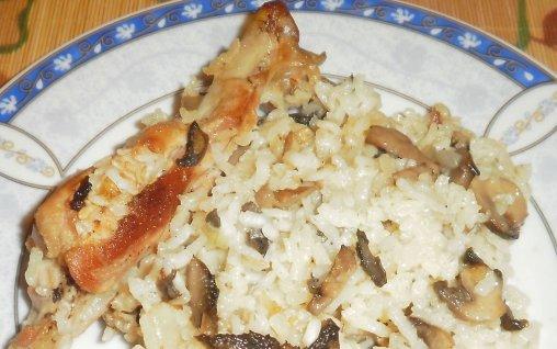Retete Culinare - Pilaf cu ciuperci si curcan