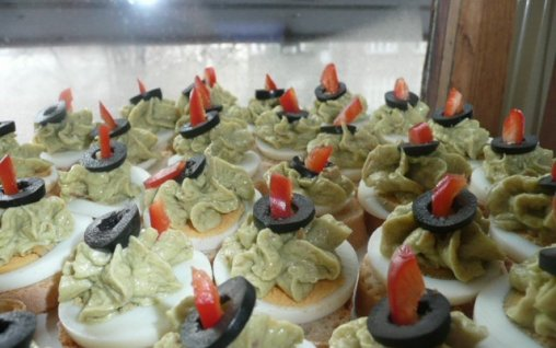 Retete Culinare - Aperitiv cu peste si avocado