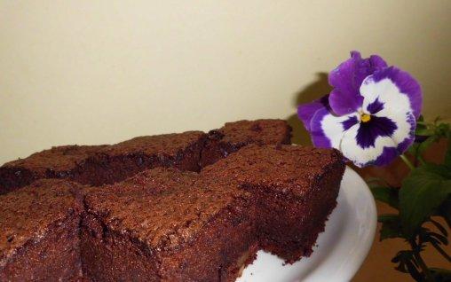 Retete Culinare - Grea de ciocolata cu stafide si nuca