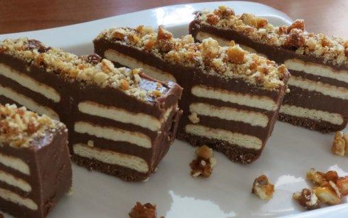 Reteta ciocolata de casa cu biscuiti si crantz de nuci for Ciocolata de casa reteta clasica