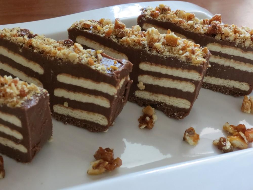 Reteta culinara ciocolata de casa cu biscuiti si crantz de for Ciocolata de casa reteta clasica