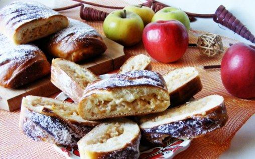 Retete Culinare - Strudel cu mere si budinca