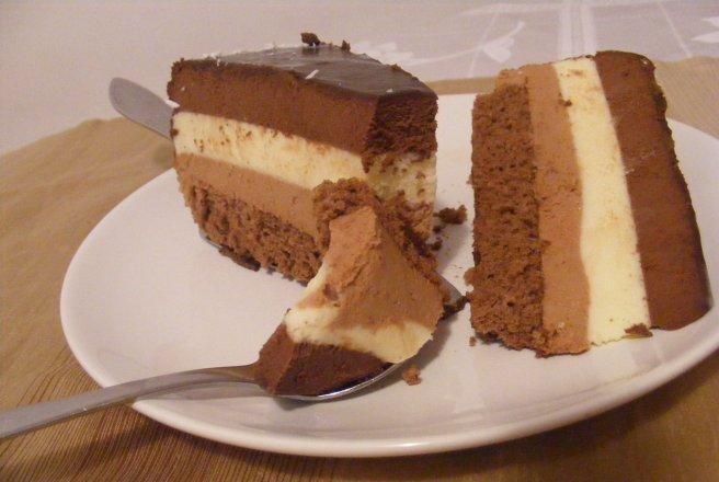 Desert tort cu trei creme de ciocolata