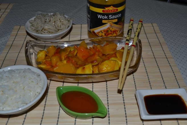 Pui cu Vitasia wok sauce curry (by Lidl)