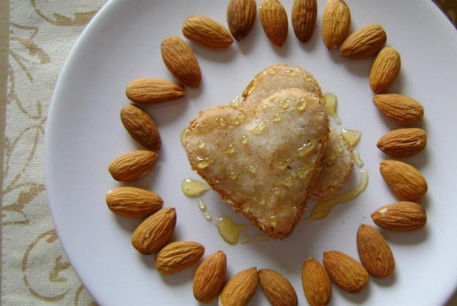 Biscuiti cu migdale (Amaretto heart-shaped biscuits)