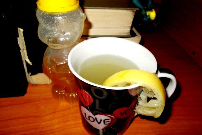 Beneficiile de sănătate ale ceaiului de lămâie cu miere