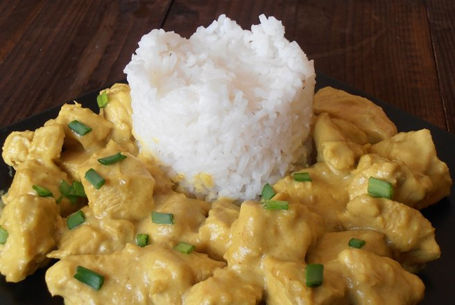 Pui in lapte de cocos si curry