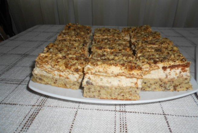 Prajitura cu blat de nuca si crema caramel