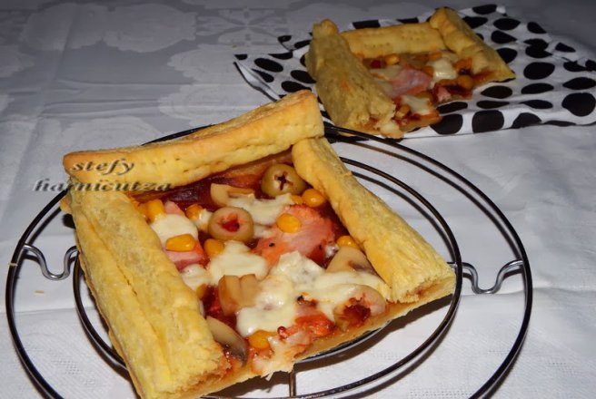 Mini pizza din foietaj