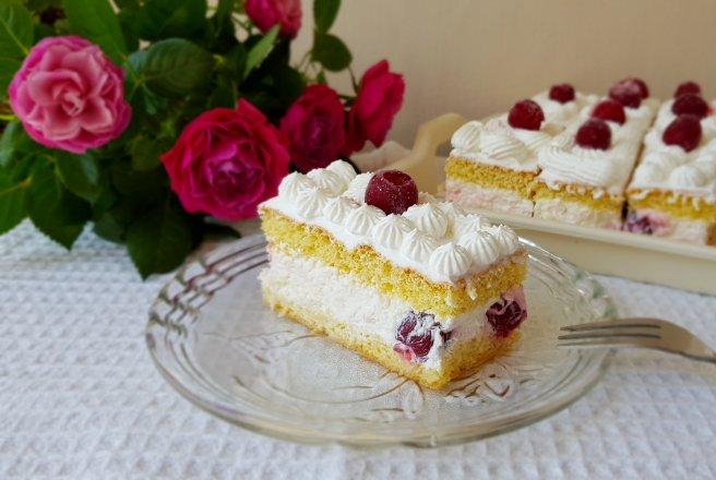 Tort cu crema de iaurt si vișine