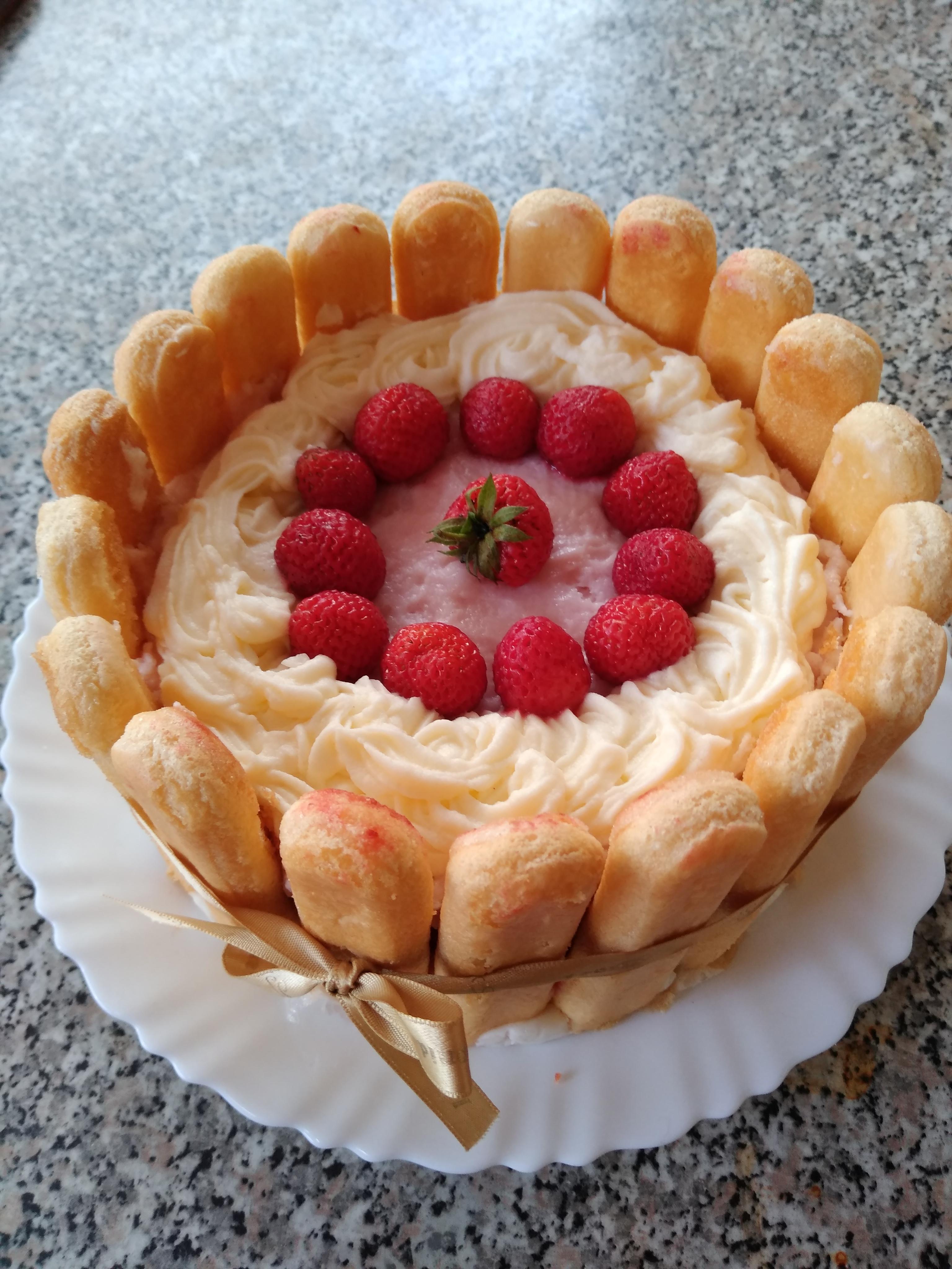 Desert tort racoros cu capsuni