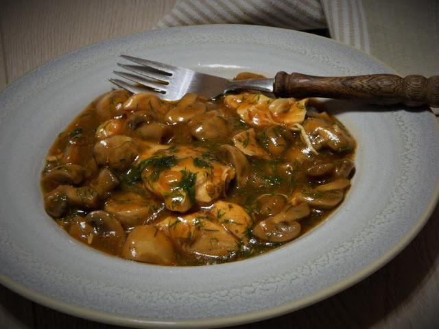 Mancare de ciuperci cu piept de pui la slow cooker Crock-Pot