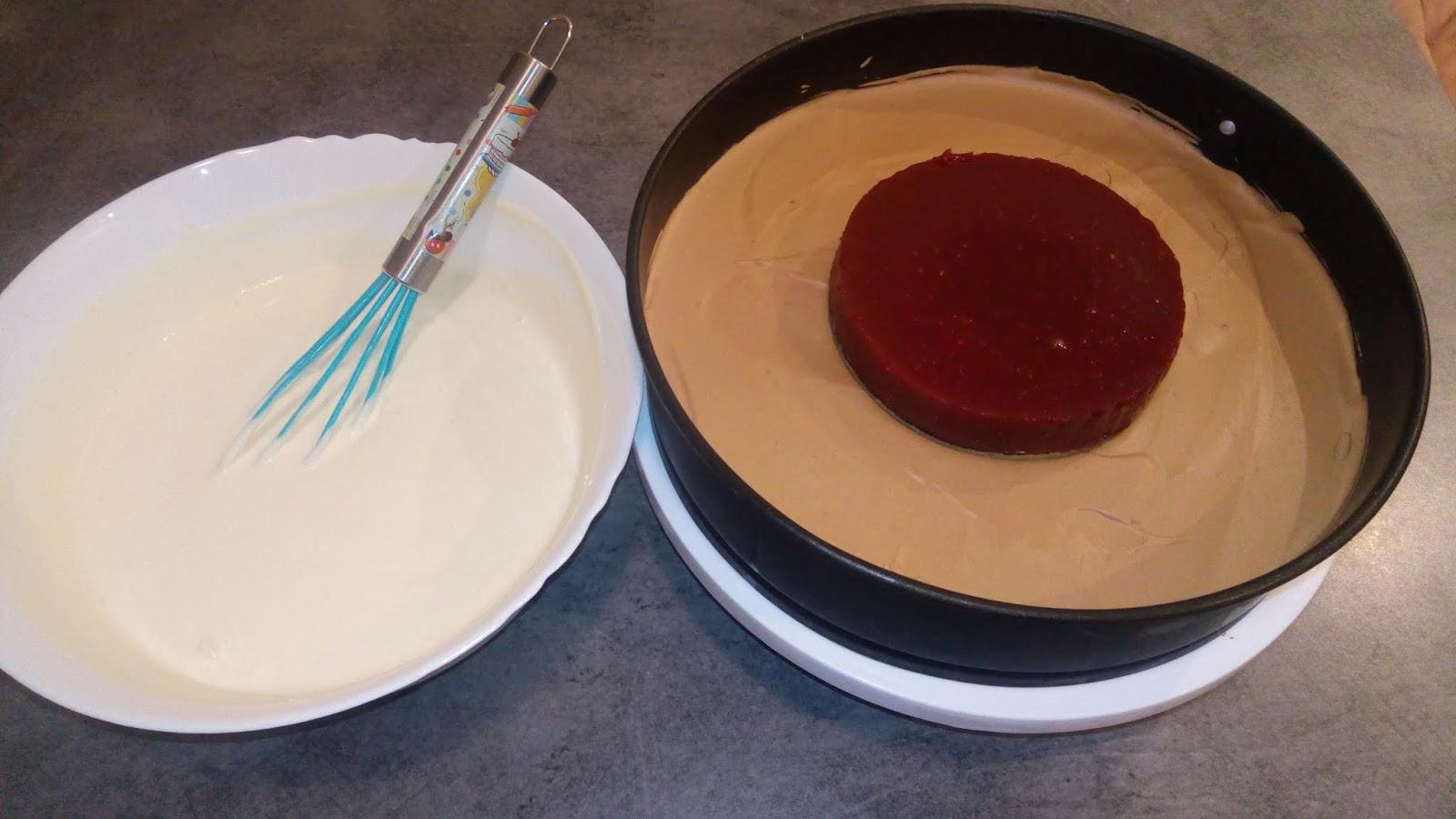 Desert tort cu mousse si jeleu de zmeura