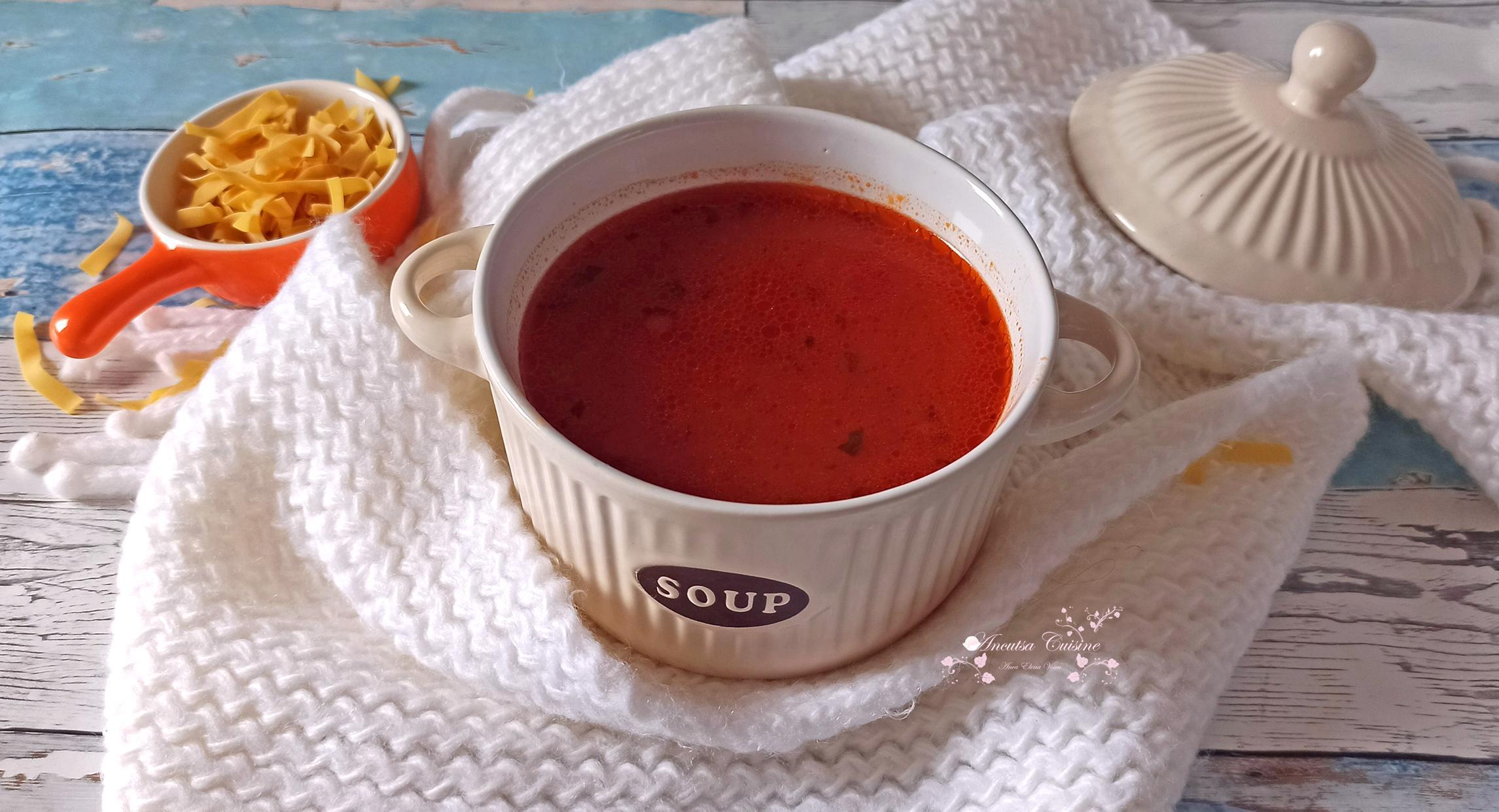 Supă de roșii cu tăiței