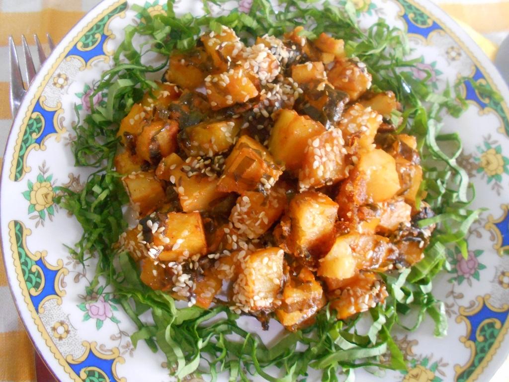 Cartofi picanti, cu leurda si susan la cuptor