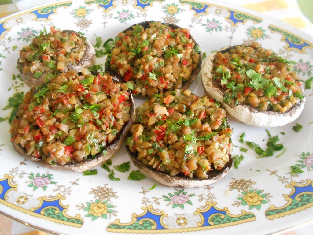 Ciuperci umplute cu legume, la cuptor