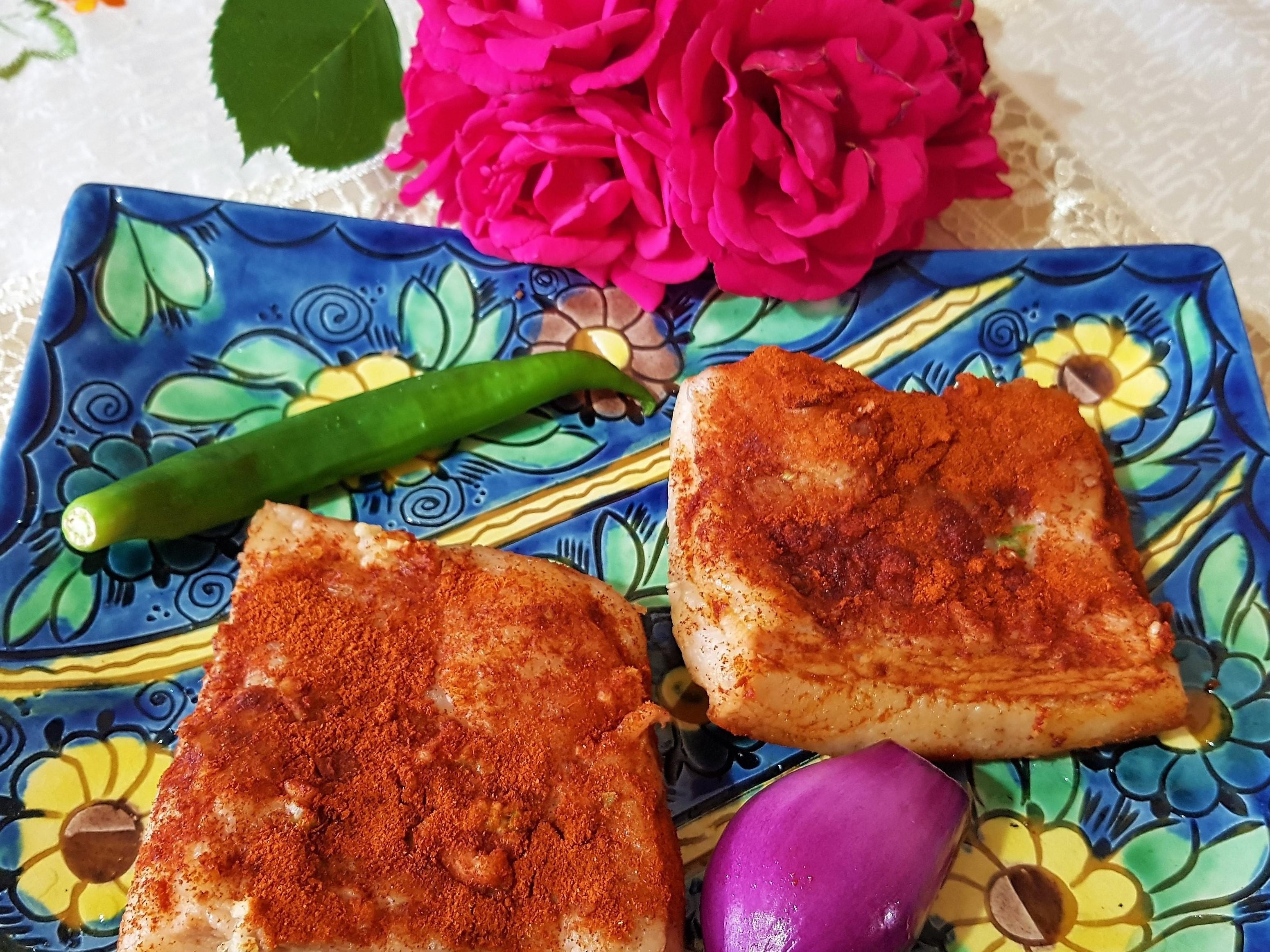 Slanina cu usturoi si boia - fiarta in coji de ceapa rosie