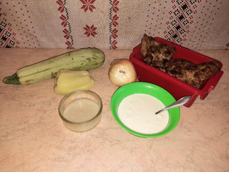 Ceafa de porc in sos alb servita cu cus-cus cu menta si rodie