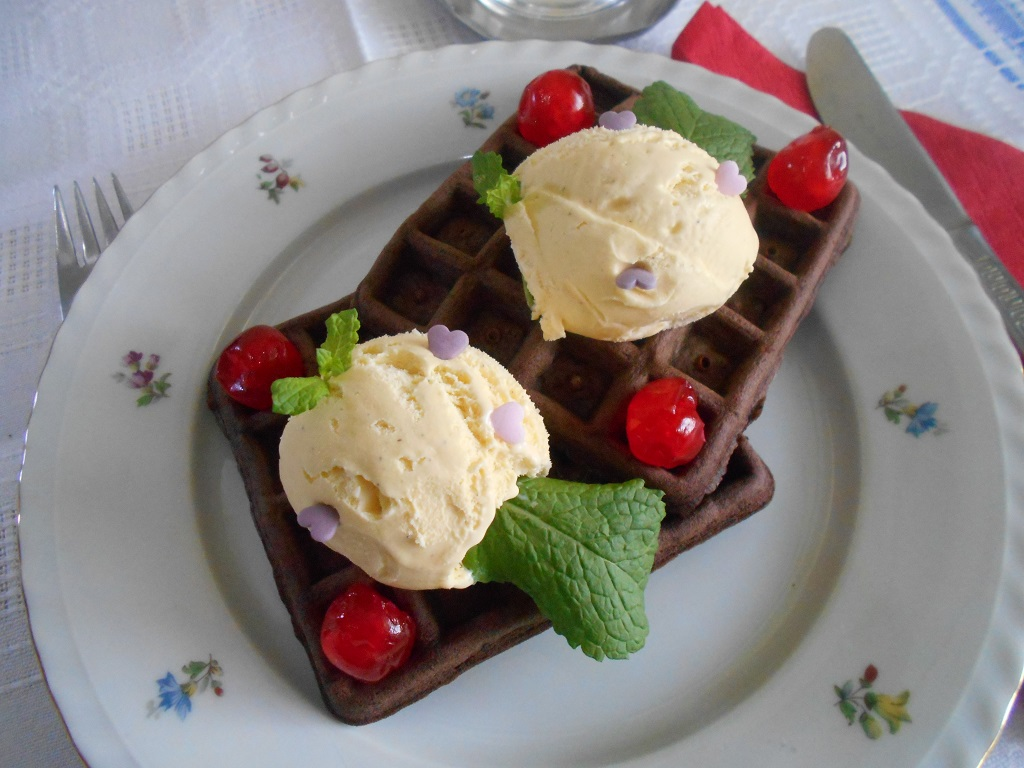 Desert gofre cu ciocolata si inghetata de vanilie
