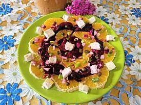 Salata de sfecla rosie , portocale si branza cremoasa