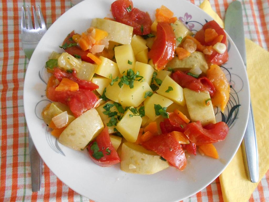 Tocanita de dovlecei, cu cartofi natur